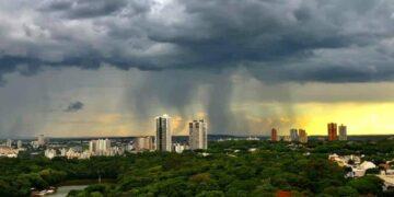 Domingo em Maringá será de céu nublado e pancadas de chuva