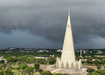 Segunda-feira em Maringá será de céu nublado e pancadas de chuva