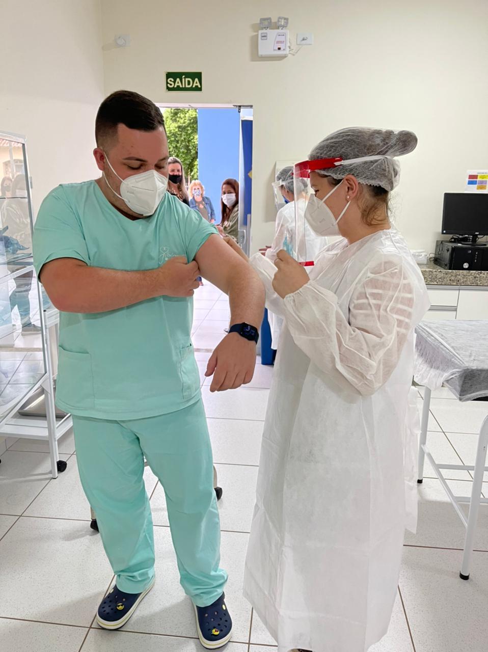Vacinação contra a Covid-19 começa na região