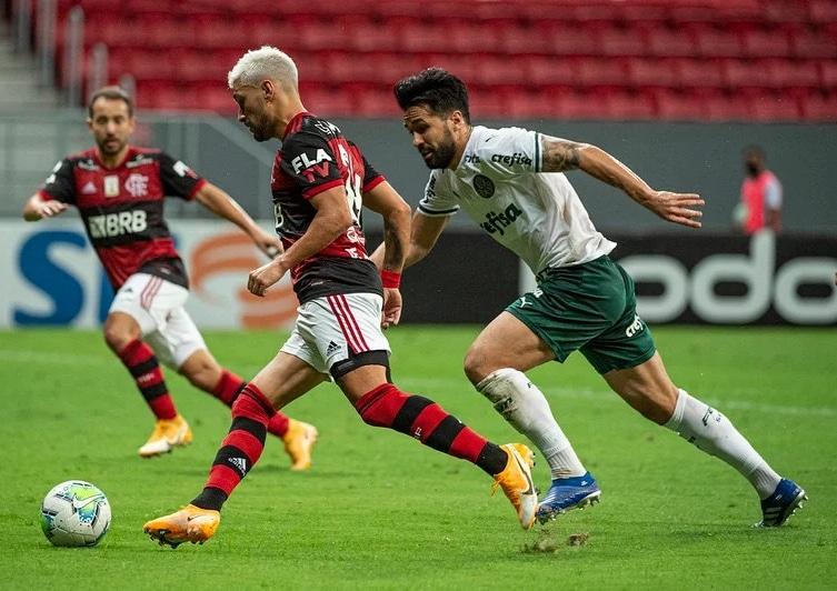 Palmeiras perde do Flamengo e vê G4 do Campeonato Brasileiro mais longe