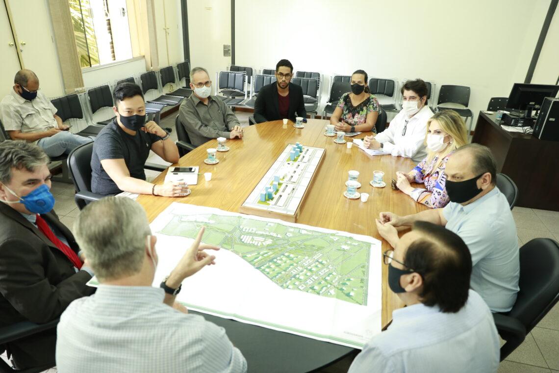 Reunião sobre os detalhes da nova obra. Foto: Site da Prefeitura / Mileny Melo