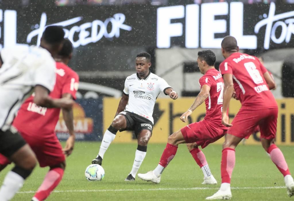 Corinthians perde para o RB Bragantino e se afasta do G6