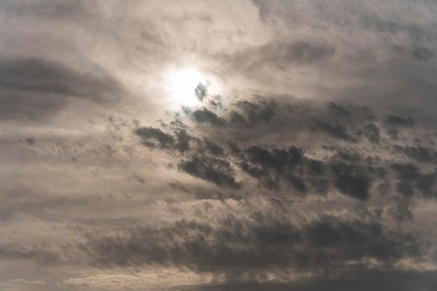Sábado em Maringá será de céu nublado e pancadas de chuva