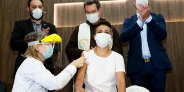 155 pessoas são vacinadas no primeiro dia de imunização contra a covid-19 em Maringá