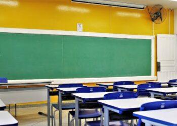 Ratinho Junior autoriza volta às aulas presenciais no PR