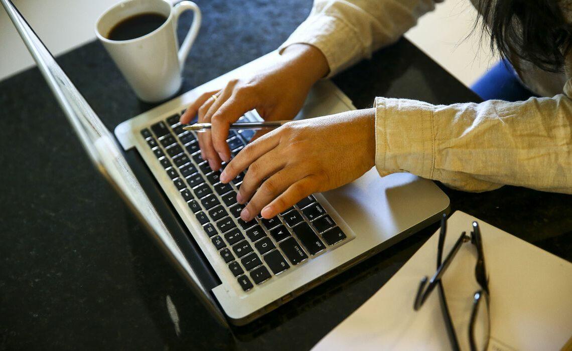 Porcentagem de pessoas que trabalham em home office cai em novembro de 2020