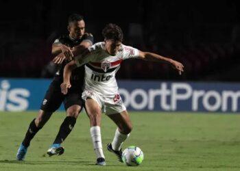 São Paulo empata com Ceará e chega ao 8º jogo sem vitória na temporada
