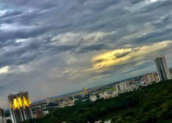 Quinta-feira em Maringá será de céu nublado e pancadas de chuva