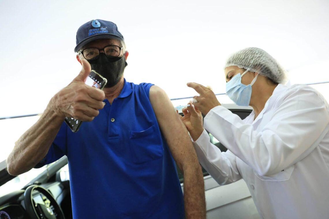 Imunização em combate ao coronavírus de hoje segue para idosos com 62 anos ou mais