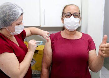 munização em combate ao coronavírus de hoje segue para idosos com 62 anos ou mais