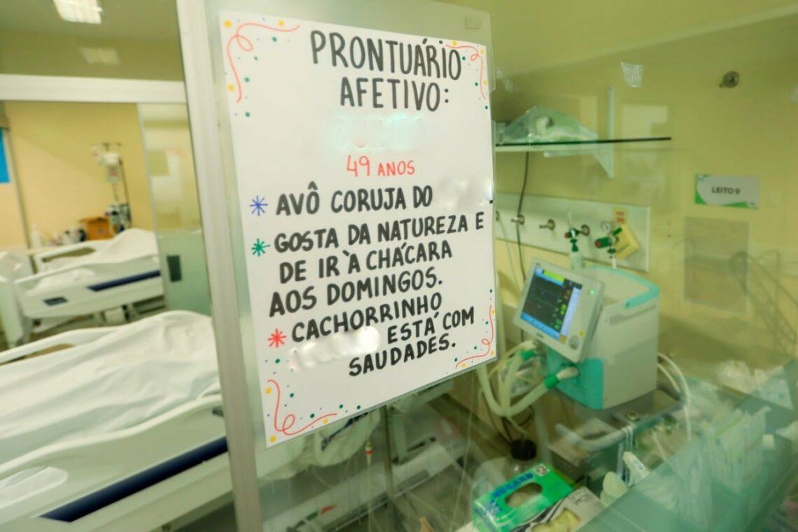 Prontuário Afetivo cria vínculo entre paciente-equipe e ajuda no restabelecimento dos internados em Maringá