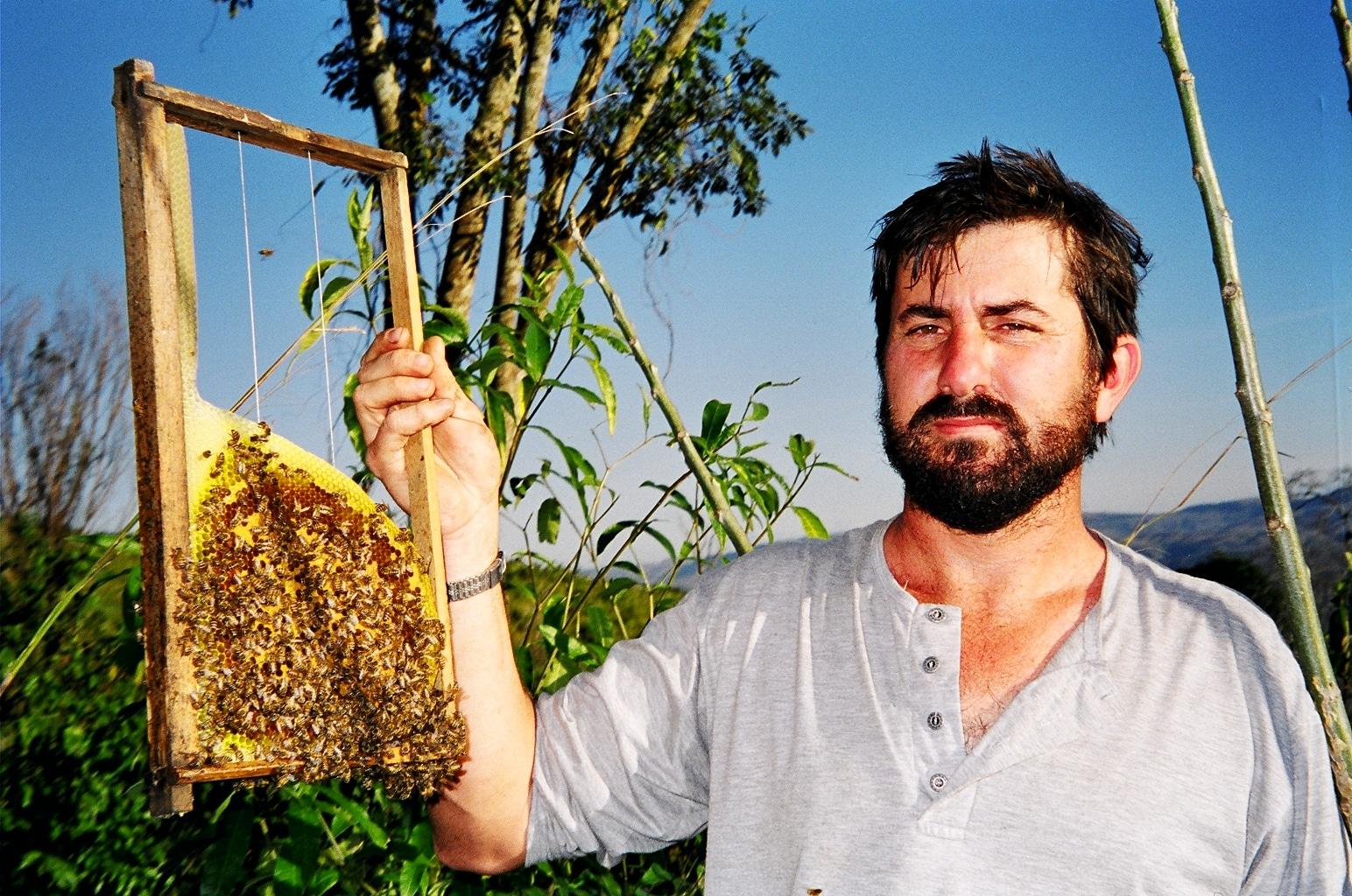 A vida entre abelhas de Jairo Guilhobel Siqueira