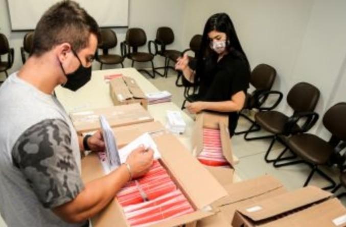 Prefeitura continua com a distribuição de cestas básicas e cartões