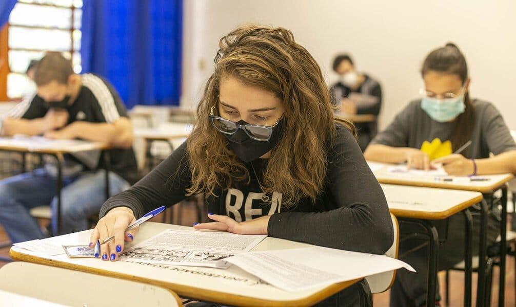 Vestibular de inverno e verão da Universidade Estadual de Maringá encerra hoje o período de provas