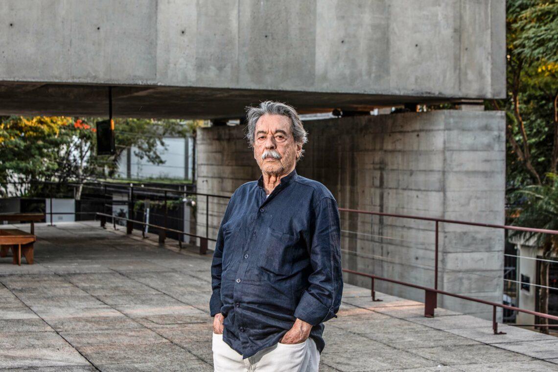 O Arquiteto Paulo Mendes da Rocha em frente ao MuBE (Museu Brasileiro da Escultura e Ecologia) em São Paulo, projeto de sua autoria. (Foto: Ricardo D'angelo)