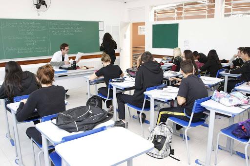 Aulas presenciais da rede estadual de ensino do Paraná retornam de maneira gradativa a partir da próxima segunda-feira