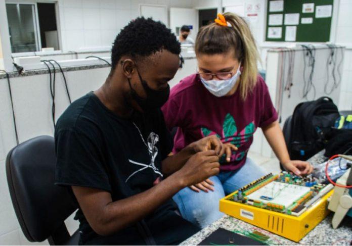 Alunos da Unilab no Ceará criam câmara que é capaz de descontaminar até 50 máscaras em 5 minutos