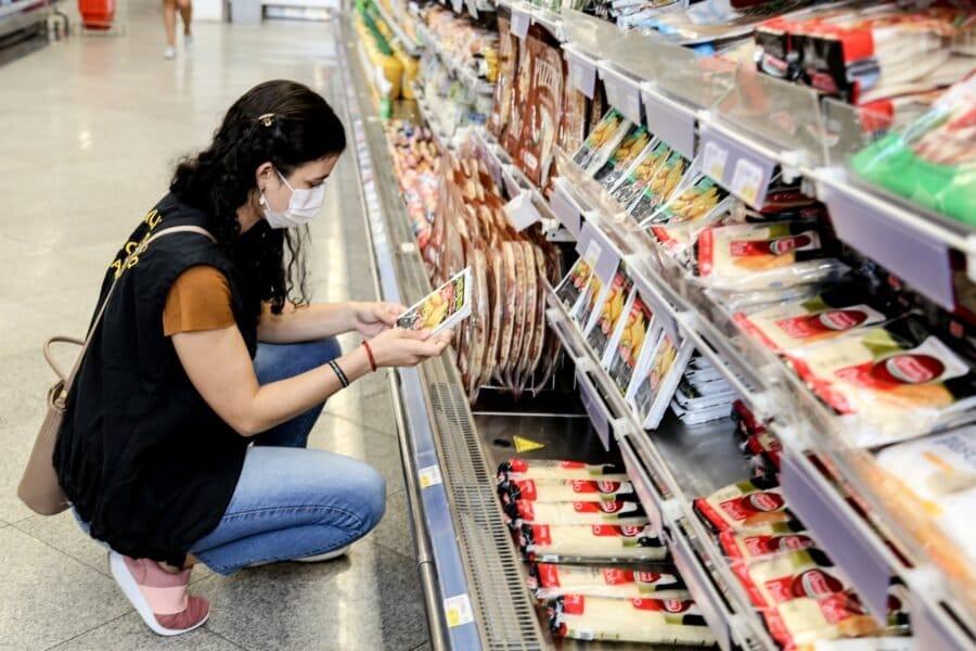 Juiz volta a proibir a abertura dos supermercados aos domingos em Maringá