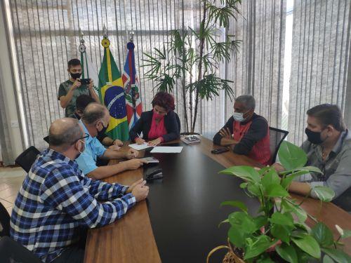 Mandaguari finaliza análise do Plano Diretor e formaliza devolução à Prefeitura