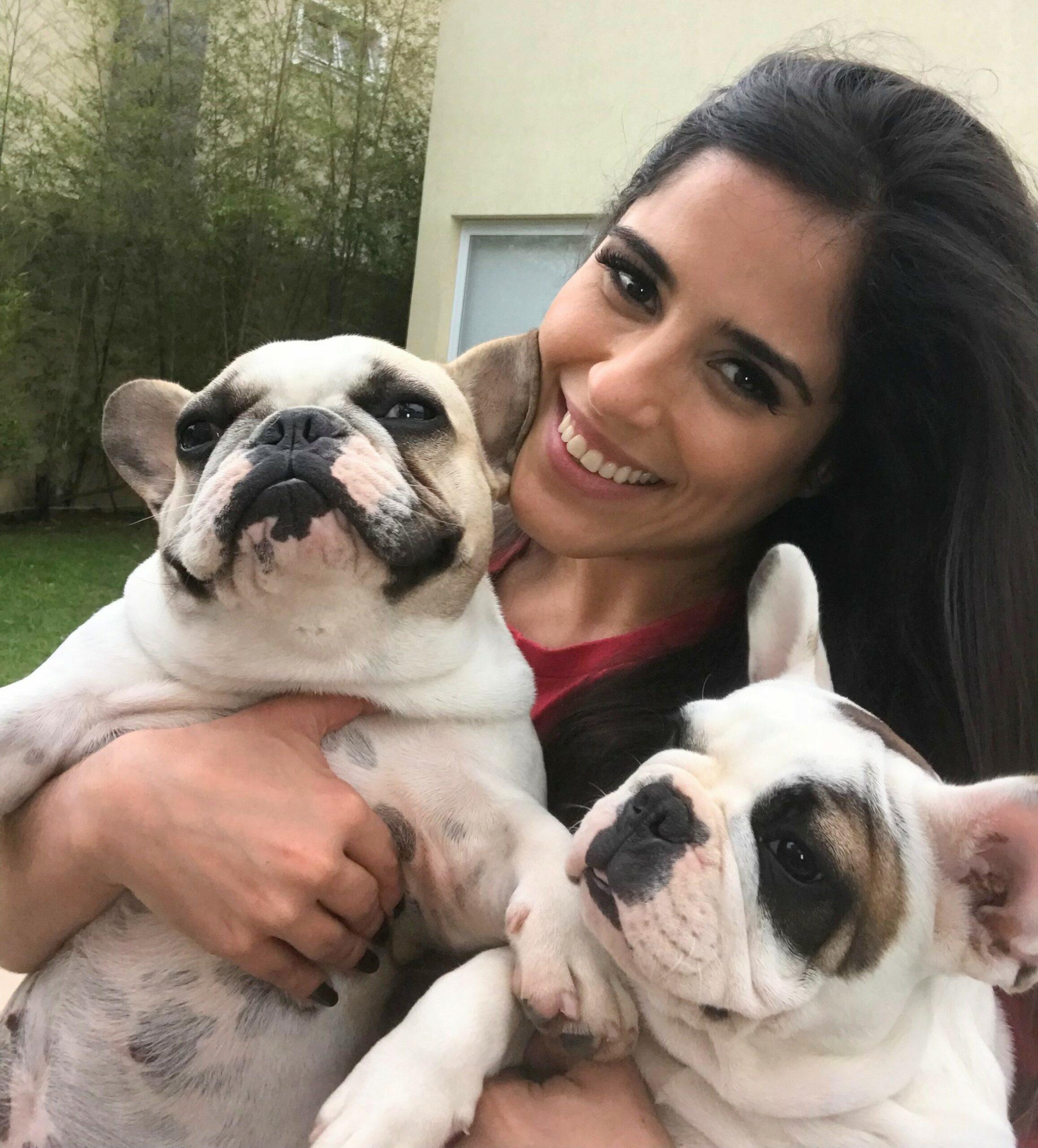 Ato de Amor: Camilla Camargo adota cão surdo