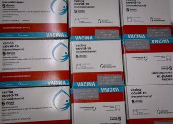 Novo lote com 298.250 imunizantes em combate ao coronavírus chegam ao Paraná
