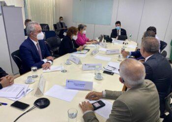 Prefeito Ulisses Maia cumpre agenda no Congresso e confirma obrigatoriedade da vacinação proporcional para os Estados