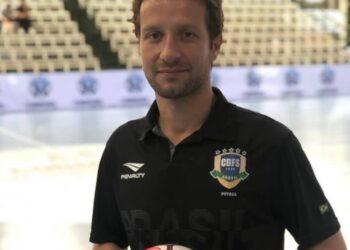 Fisioterapeuta Kleber Barbão participa da comissão técnica do Brasil na Copa do Mundo de Futsal