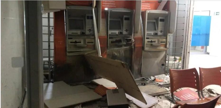 Quadrilha explode caixas eletrônicos em agência bancária em Mariluz