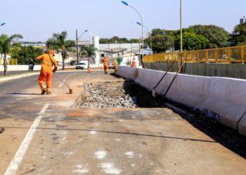 Prefeitura de Maringá realiza recomposição de pavimento no viaduto da Rua Walter Kraiser