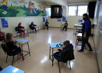 Governo do Paraná prioriza retorno presencial para todos os alunos da rede pública e privada
