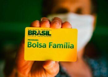 """Bolsa Família terá reajuste """"modesto e moderado"""" para 2022"""