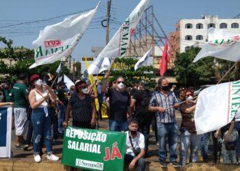 Dia do Basta: protesto de servidores bloqueia passagem na Ponte da Amizade, em Foz do Iguaçu
