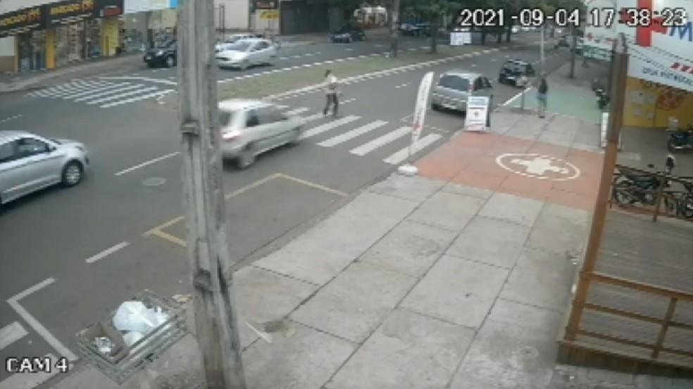 atropelado com a neta na faixa de segurança