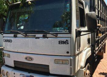 PF apreende caminhão que contrabandeava cigarros do Paraguai
