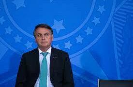 Bolsonaro comemora chuva e diz que irá baixar bandeira da conta de luz de novembro