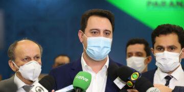 Ratinho Junior aprova lei que efetiva a educação domiciliar no Paraná